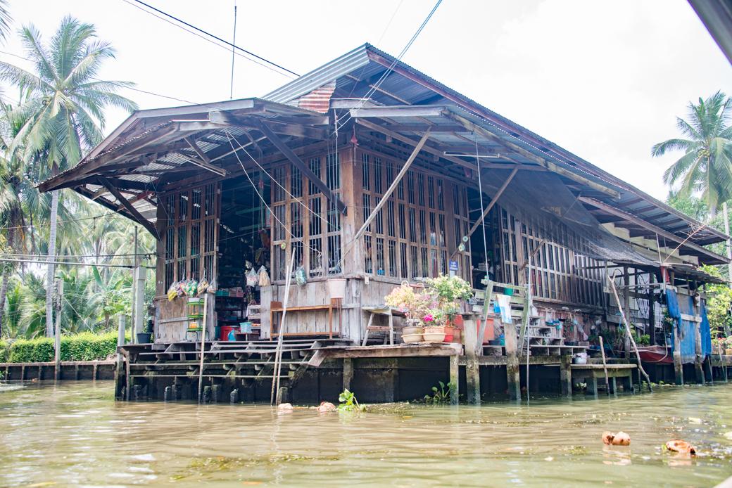 market near the floating market