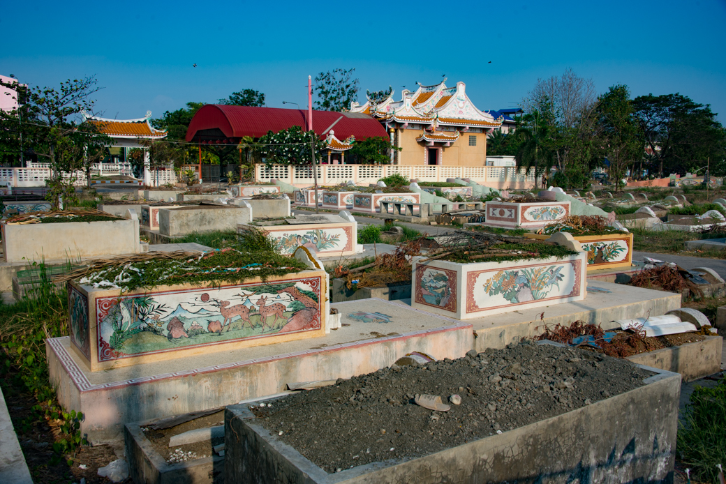 Chinese-Cemetery-03