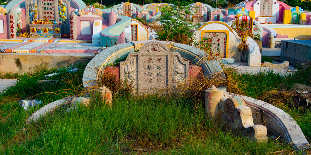 Chinese-Cemetery-09