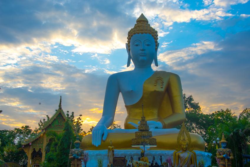 huge buddha statue in chiang mai