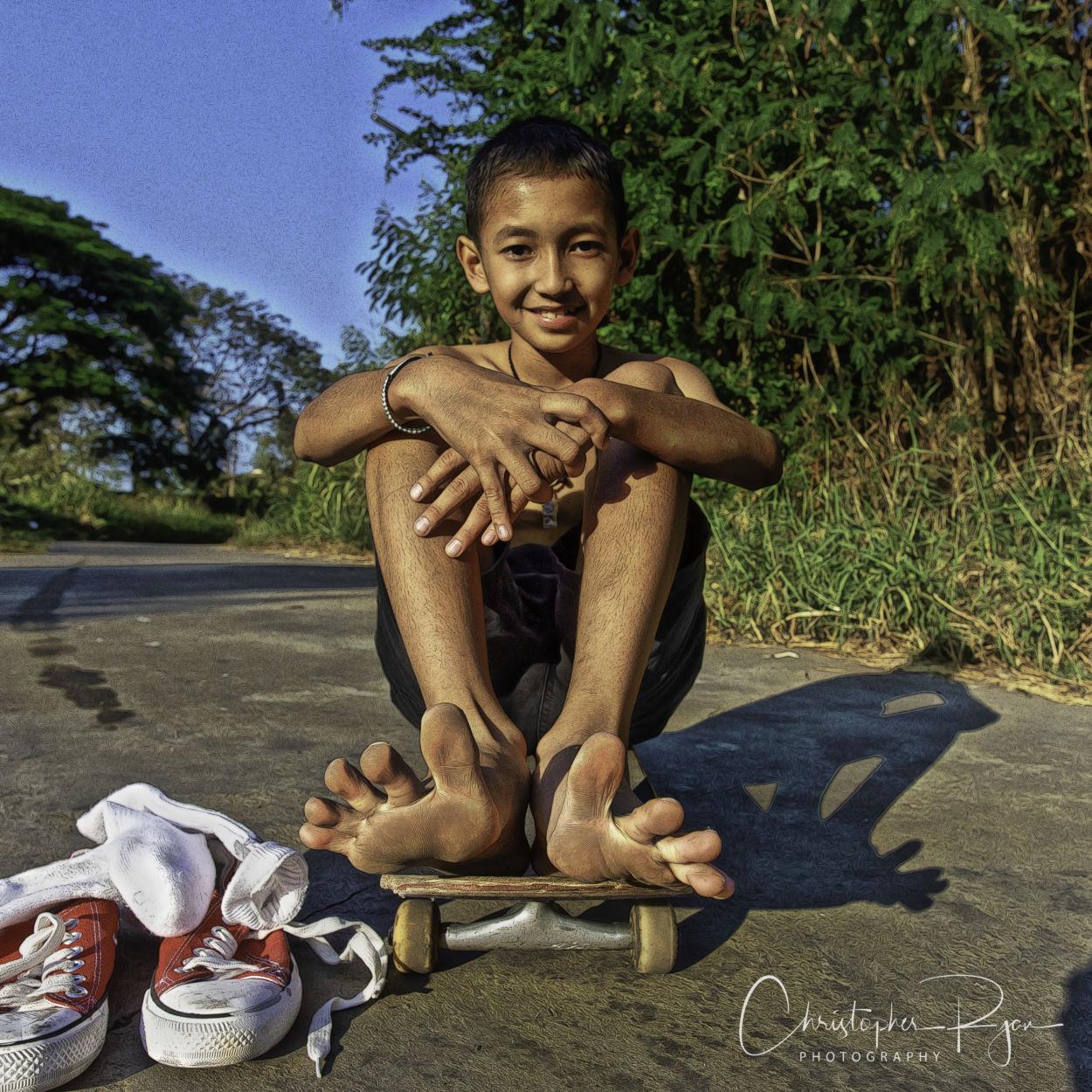 boy feet, barefoot skater, spread toes, kids feet, cute boy, shirtless boy, shirtless skater